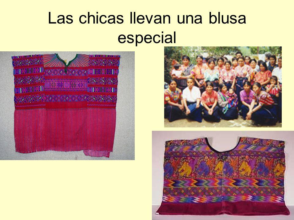 Las chicas llevan una blusa especial