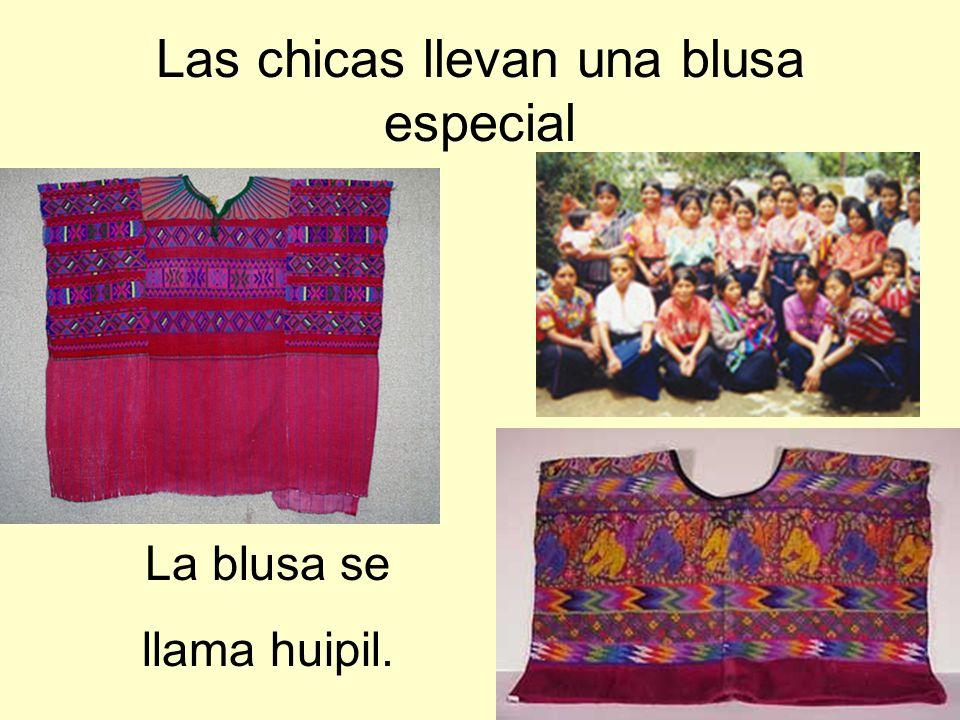 La blusa se llama huipil.