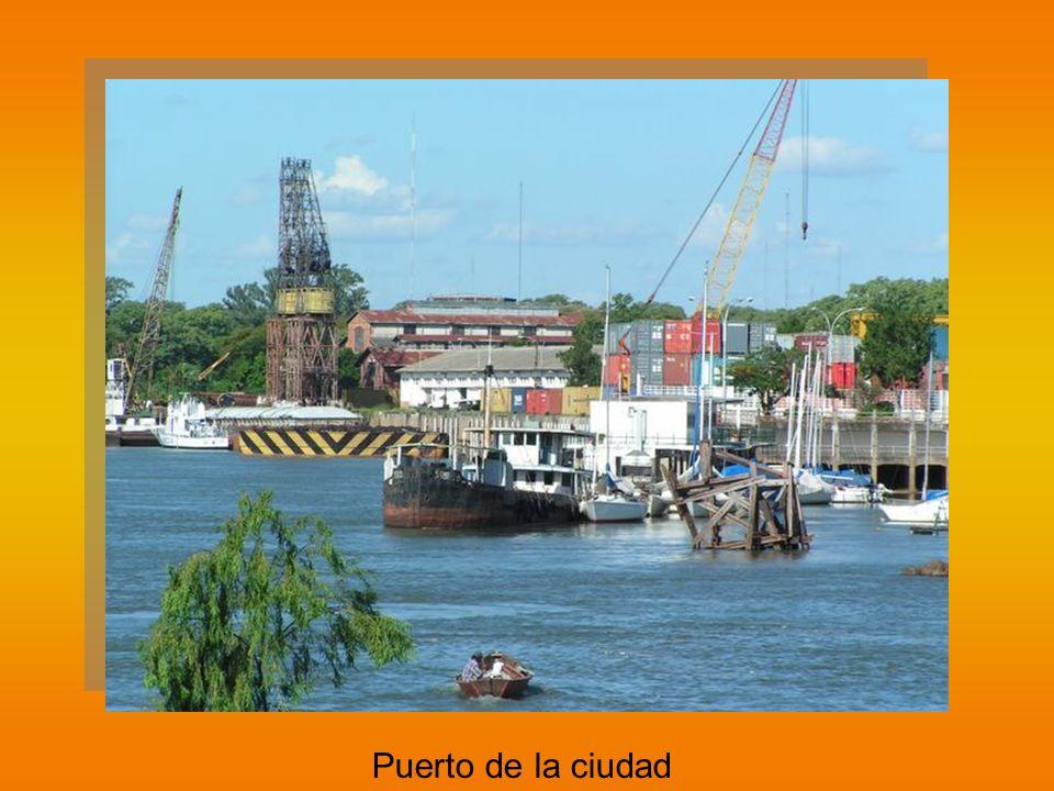 Puerto de la ciudad