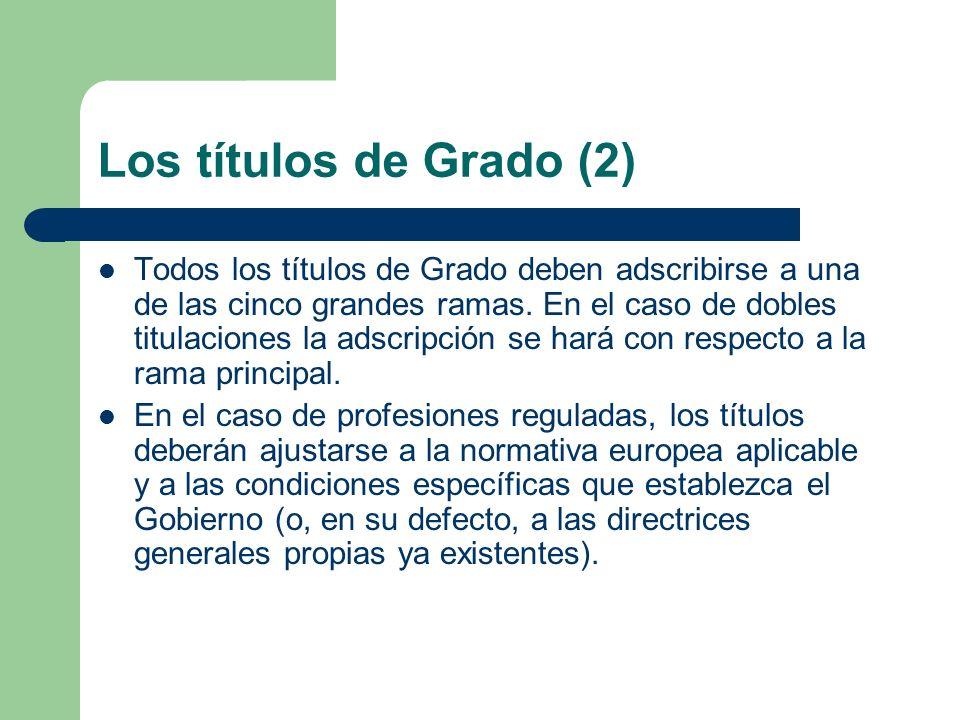 Los títulos de Grado (2) Todos los títulos de Grado deben adscribirse a una de las cinco grandes ramas. En el caso de dobles titulaciones la adscripci