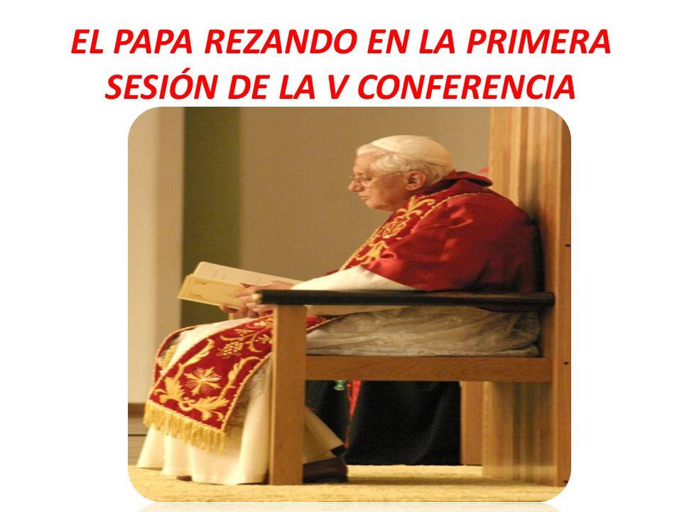 EL PAPA REZANDO EN LA PRIMERA SESIÓN DE LA V CONFERENCIA