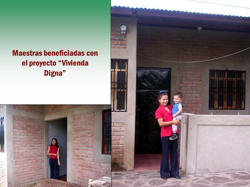 Maestras beneficiadas con el proyecto Vivienda Digna