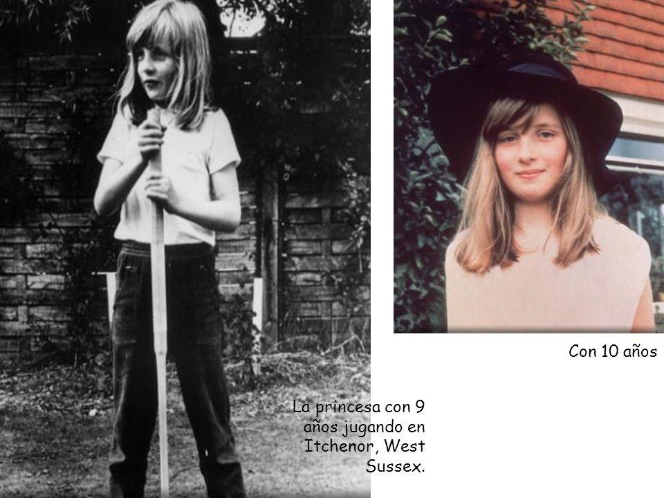 La princesa con 9 años jugando en Itchenor, West Sussex. Con 10 años
