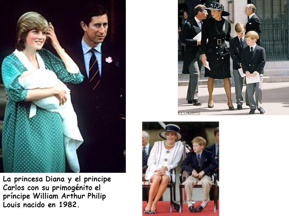 La princesa Diana y el principe Carlos con su primogénito el príncipe William Arthur Philip Louis nacido en 1982.