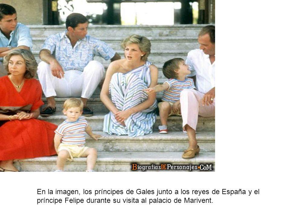 En la imagen, los príncipes de Gales junto a los reyes de España y el príncipe Felipe durante su visita al palacio de Marivent.