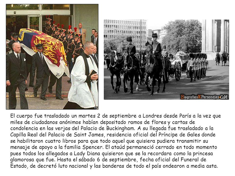 El cuerpo fue trasladado un martes 2 de septiembre a Londres desde París a la vez que miles de ciudadanos anónimos habían depositado ramos de flores y