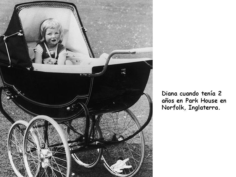 Diana cuando tenía 2 años en Park House en Norfolk, Inglaterra.