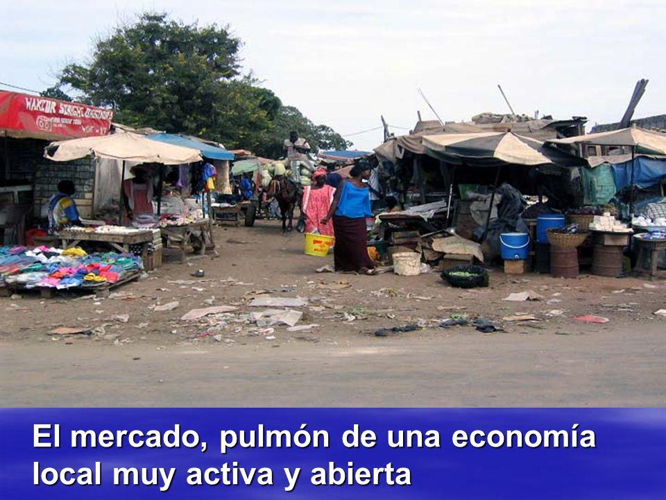 El mercado, pulmón de una economía local muy activa y abierta