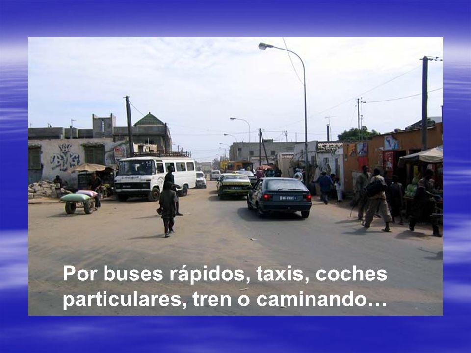 Por buses rápidos, taxis, coches particulares, tren o caminando…