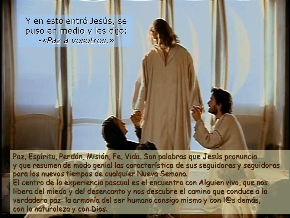 19 Al anochecer de aquel día, el primero de la semana, estaban los discípulos en una casa, con las puertas cerradas por miedo a los judíos. Quienes no