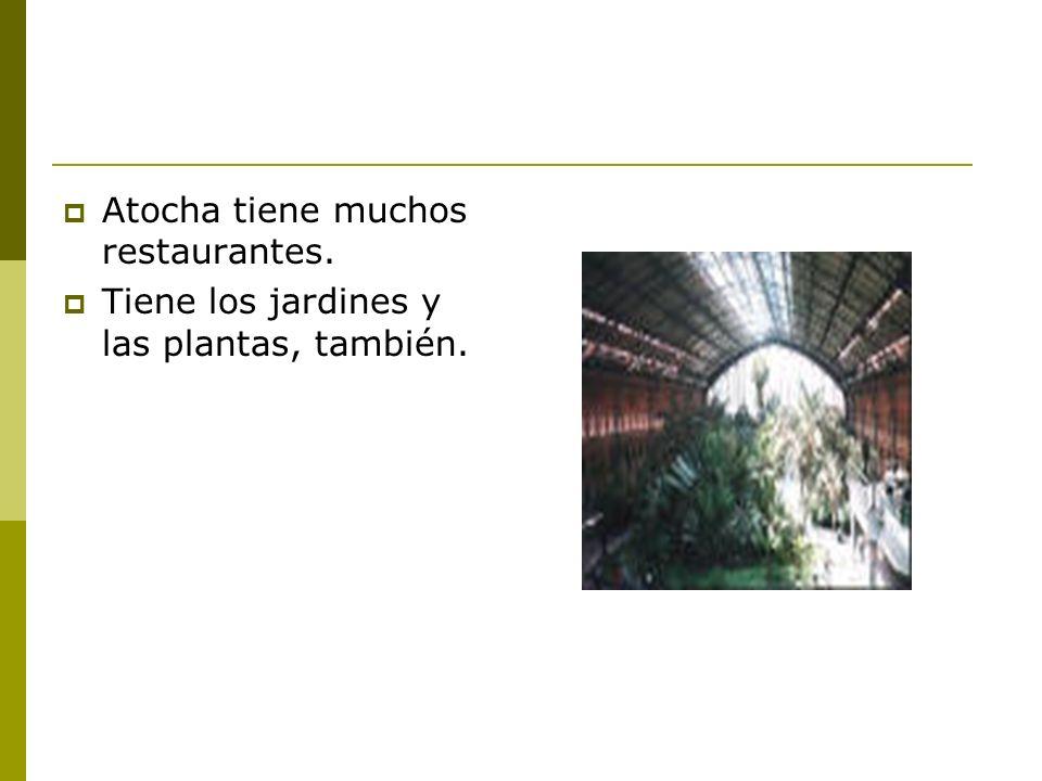 Atocha tiene muchos restaurantes. Tiene los jardines y las plantas, también.