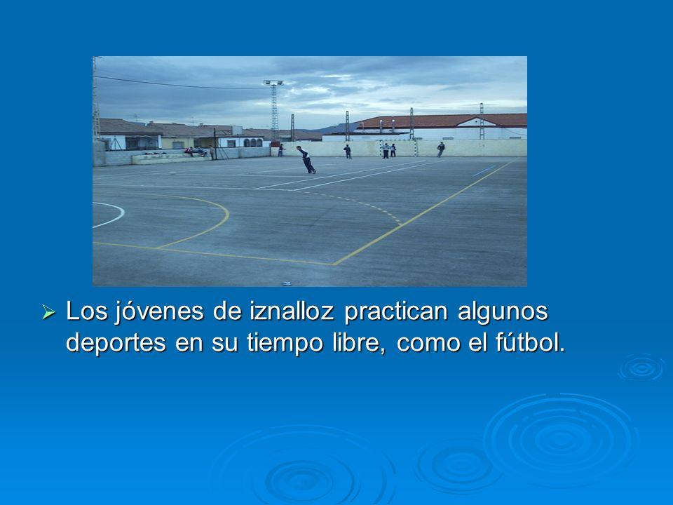 Los jóvenes de iznalloz practican algunos deportes en su tiempo libre, como el fútbol. Los jóvenes de iznalloz practican algunos deportes en su tiempo