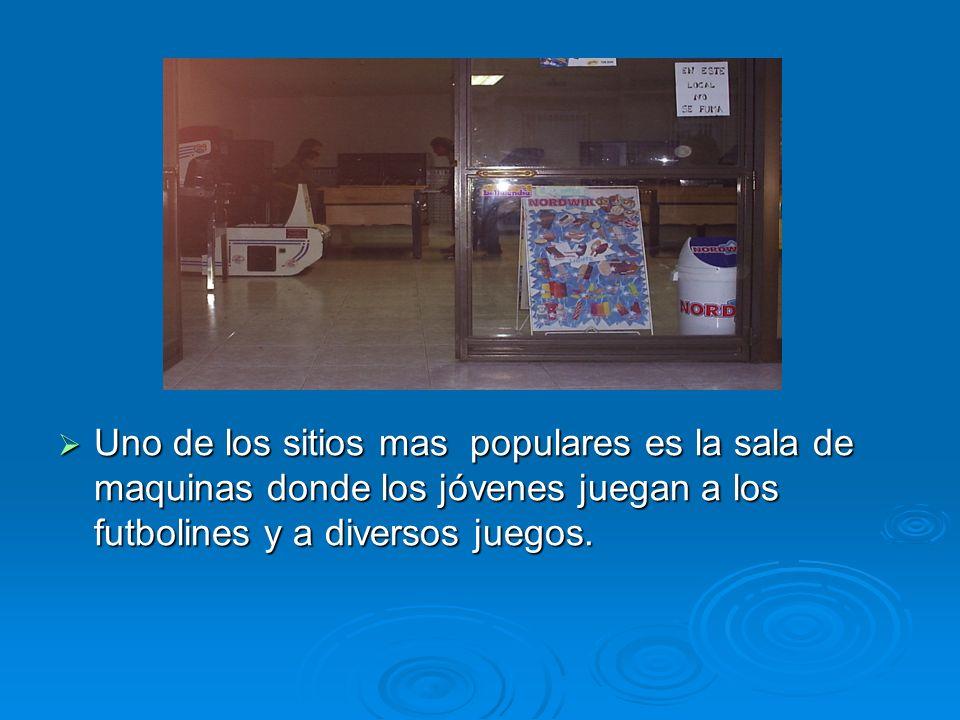 Uno de los sitios mas populares es la sala de maquinas donde los jóvenes juegan a los futbolines y a diversos juegos. Uno de los sitios mas populares