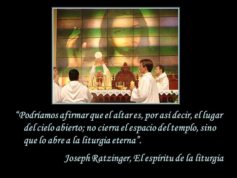 ¿Qué simboliza el altar? El altar es en sí un signo de Cristo, que es Sacerdote, Víctima y Altar de su propio sacrificio. Por eso está diseñado para s