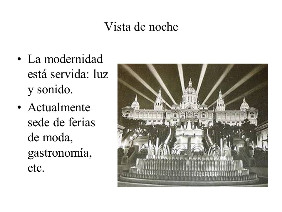 Vista de noche La modernidad está servida: luz y sonido. Actualmente sede de ferias de moda, gastronomía, etc.