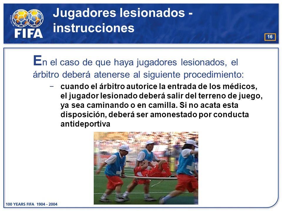 16 E n el caso de que haya jugadores lesionados, el árbitro deberá atenerse al siguiente procedimiento: cuando el árbitro autorice la entrada de los m