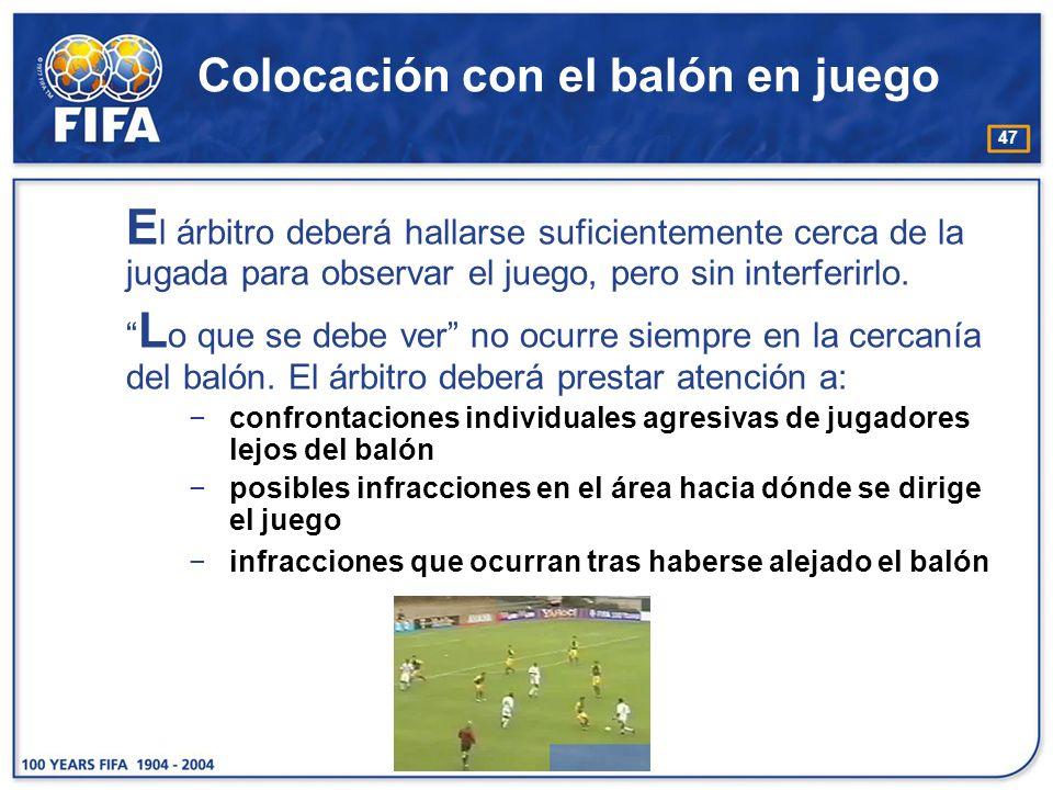 47 Colocación con el balón en juego E l árbitro deberá hallarse suficientemente cerca de la jugada para observar el juego, pero sin interferirlo. L o