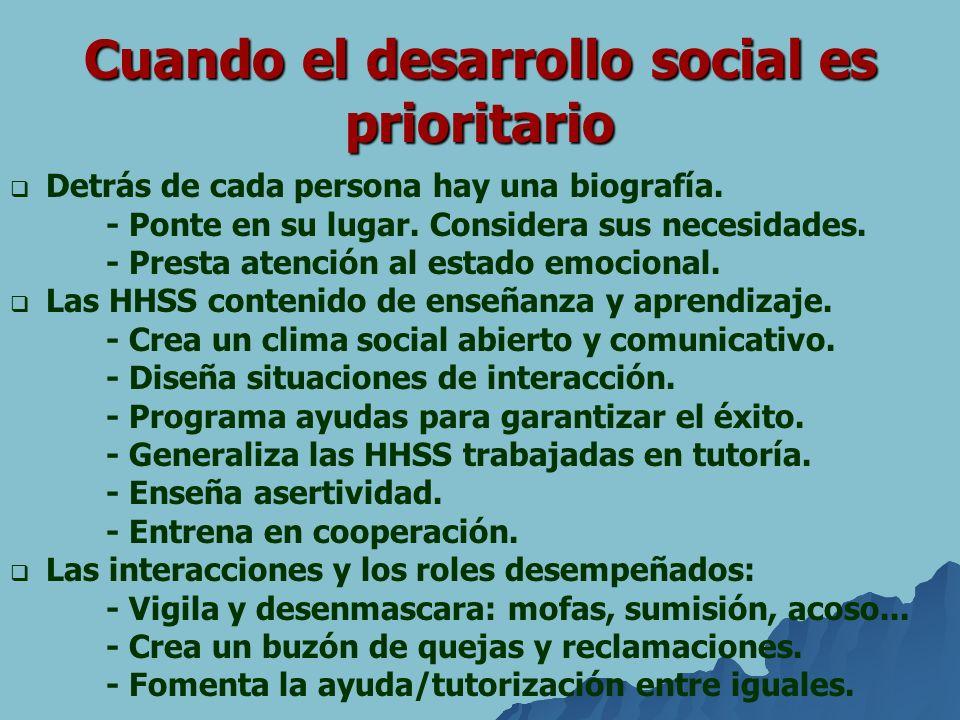 Cuando el desarrollo social es prioritario Detrás de cada persona hay una biografía. - Ponte en su lugar. Considera sus necesidades. - Presta atención