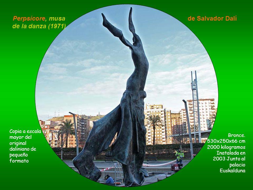 Perpsícore, musa de la danza (1971) de Salvador Dalí Copia a escala mayor del original daliniano de pequeño formato Bronce. 530x250x66 cm 2000 kilogra