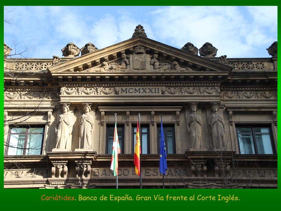 Cariátides. Banco de España. Gran Vía frente al Corte Inglés.