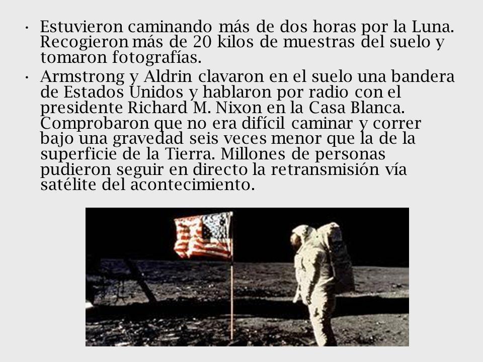 Estuvieron caminando más de dos horas por la Luna. Recogieron más de 20 kilos de muestras del suelo y tomaron fotografías. Armstrong y Aldrin clavaron