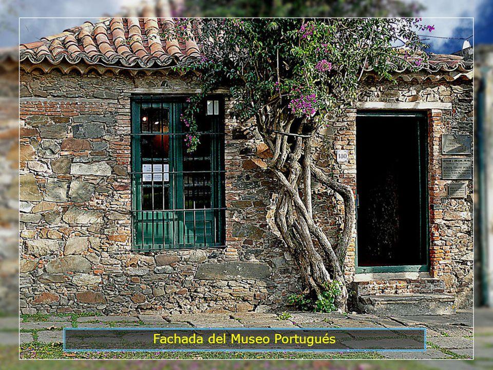 La ciudad pasó de dominio español a dominio portugués, sucesivamente, durante casi 100 años. En sus calles se aprecia la arquitectura tanto de origen
