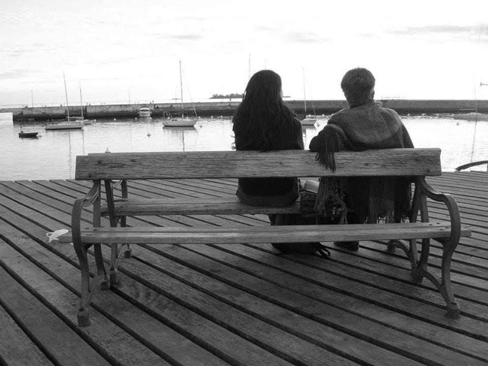 El tango reposa sobre las aguas del Río de la Plata, que aquí envuelven a la pequeña ciudad, llevando en sus acordes, emoción a los corazones de la ge