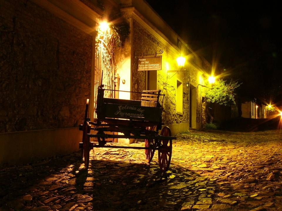 Colonia nocturna: lugar de encuentro, diversión y enamoramiento.