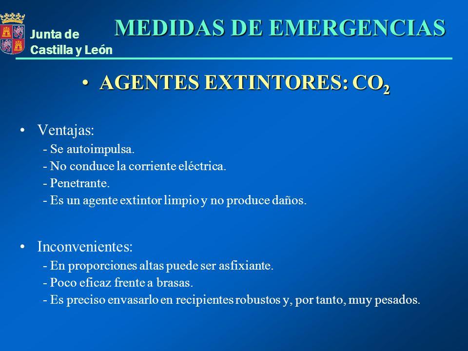 Junta de Castilla y León AGENTES EXTINTORES: CO 2AGENTES EXTINTORES: CO 2 Ventajas: - Se autoimpulsa. - No conduce la corriente eléctrica. - Penetrant