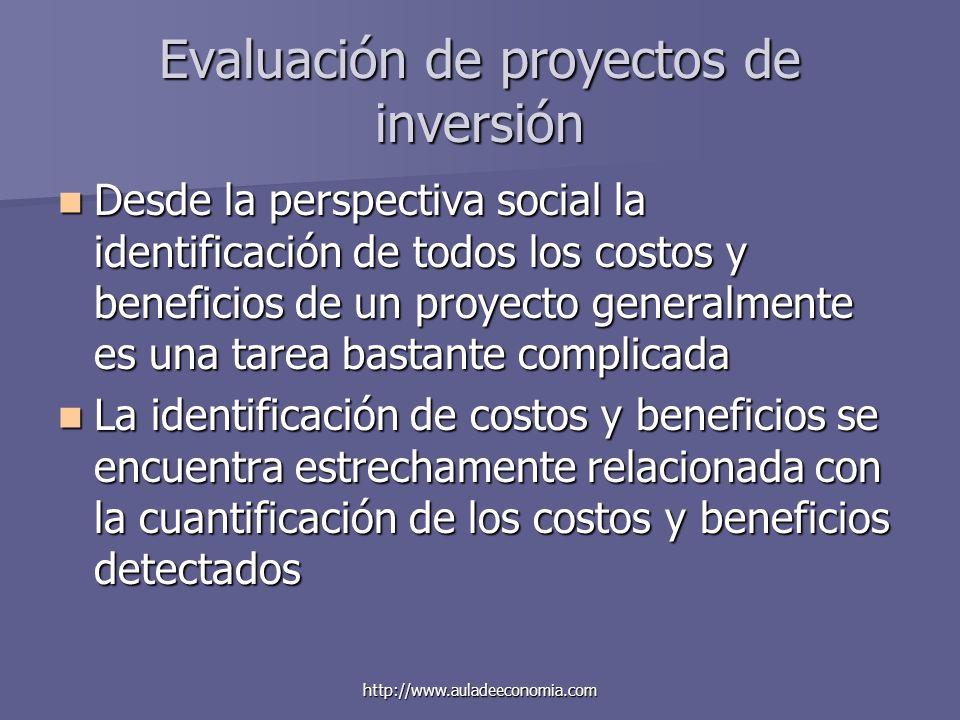 http://www.auladeeconomia.com Evaluación de proyectos de inversión Desde la perspectiva social la identificación de todos los costos y beneficios de u