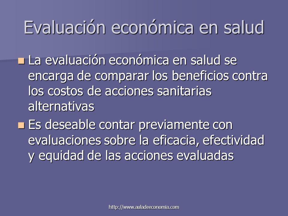 http://www.auladeeconomia.com Evaluación económica en salud La evaluación económica en salud se encarga de comparar los beneficios contra los costos d