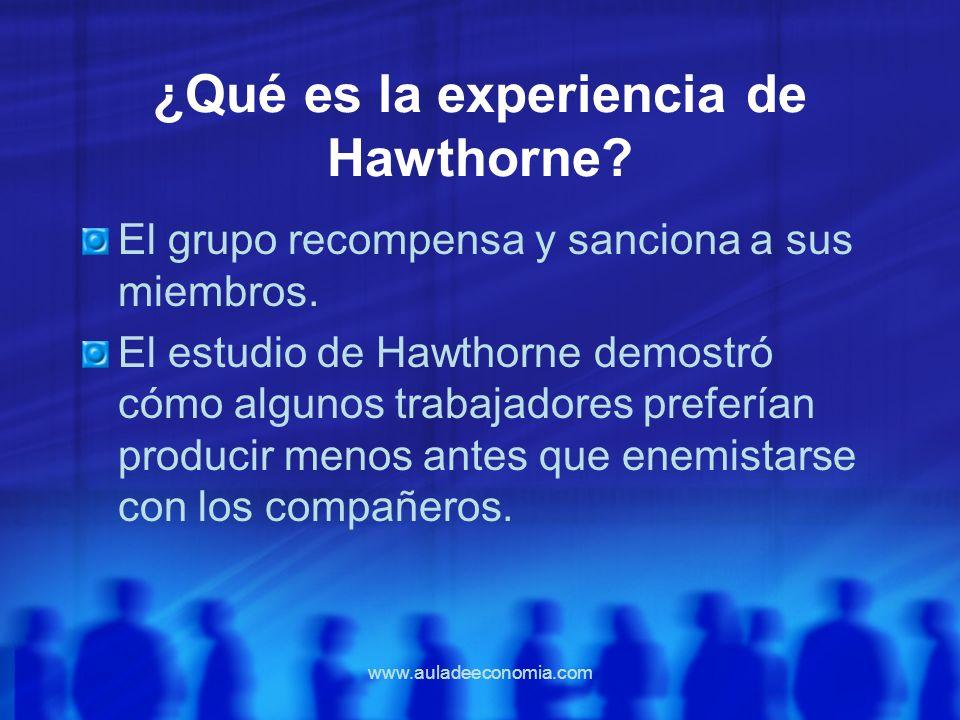 www.auladeeconomia.com ¿Qué es la experiencia de Hawthorne? El grupo recompensa y sanciona a sus miembros. El estudio de Hawthorne demostró cómo algun