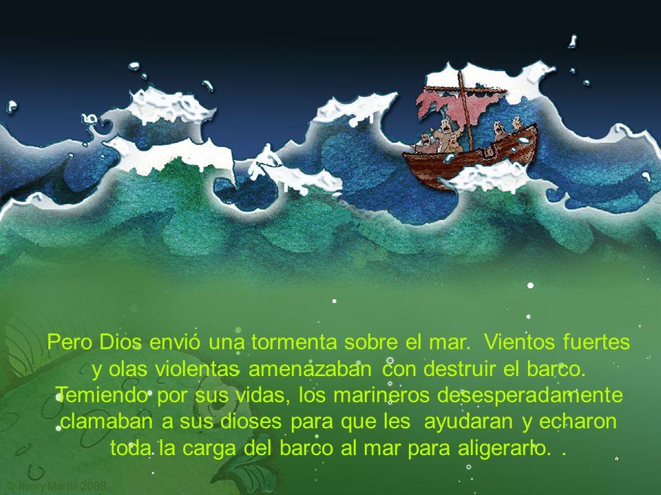 Pero Dios envió una tormenta sobre el mar. Vientos fuertes y olas violentas amenazaban con destruir el barco. Temiendo por sus vidas, los marineros de