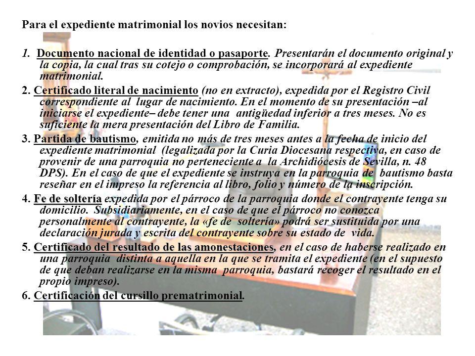 Para el expediente matrimonial los novios necesitan: 1. Documento nacional de identidad o pasaporte. Presentarán el documento original y la copia, la