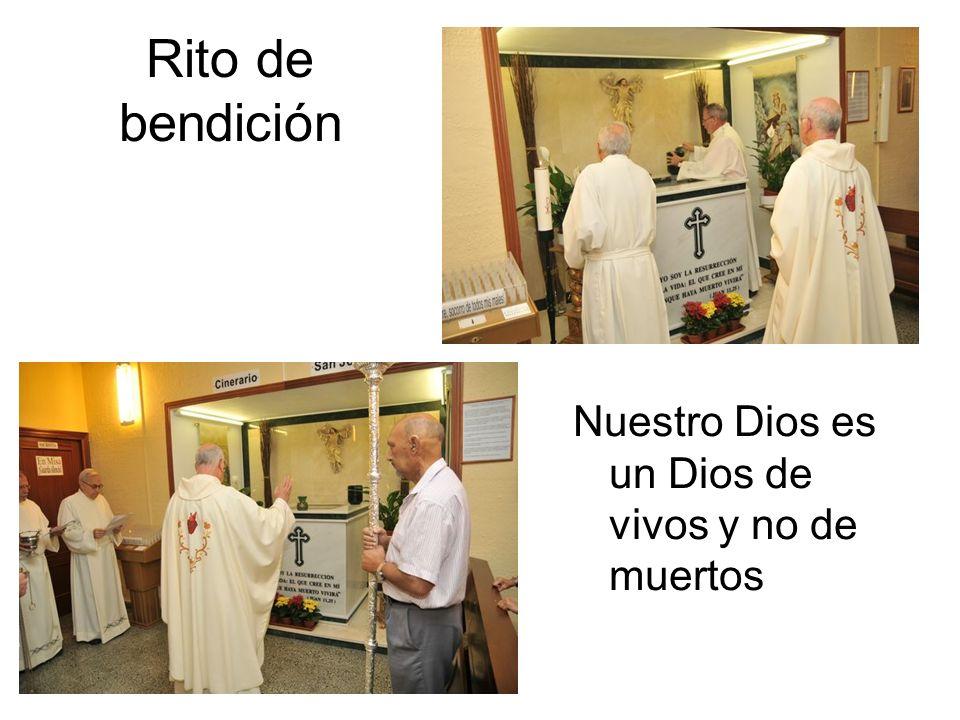 El sacerdote bendijo el lugar en el que residen nuestros sentimientos de cariño