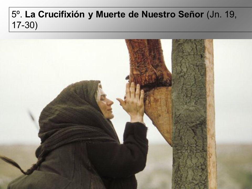 6º. María recibe a Jesús bajado de la Cruz (Mc. 15, 42-46)