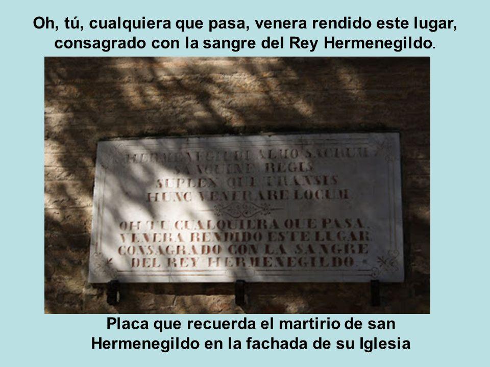 Placa que recuerda el martirio de san Hermenegildo en la fachada de su Iglesia Oh, tú, cualquiera que pasa, venera rendido este lugar, consagrado con