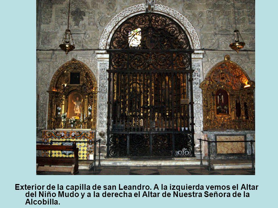 Exterior de la capilla de san Leandro. A la izquierda vemos el Altar del Niño Mudo y a la derecha el Altar de Nuestra Señora de la Alcobilla.
