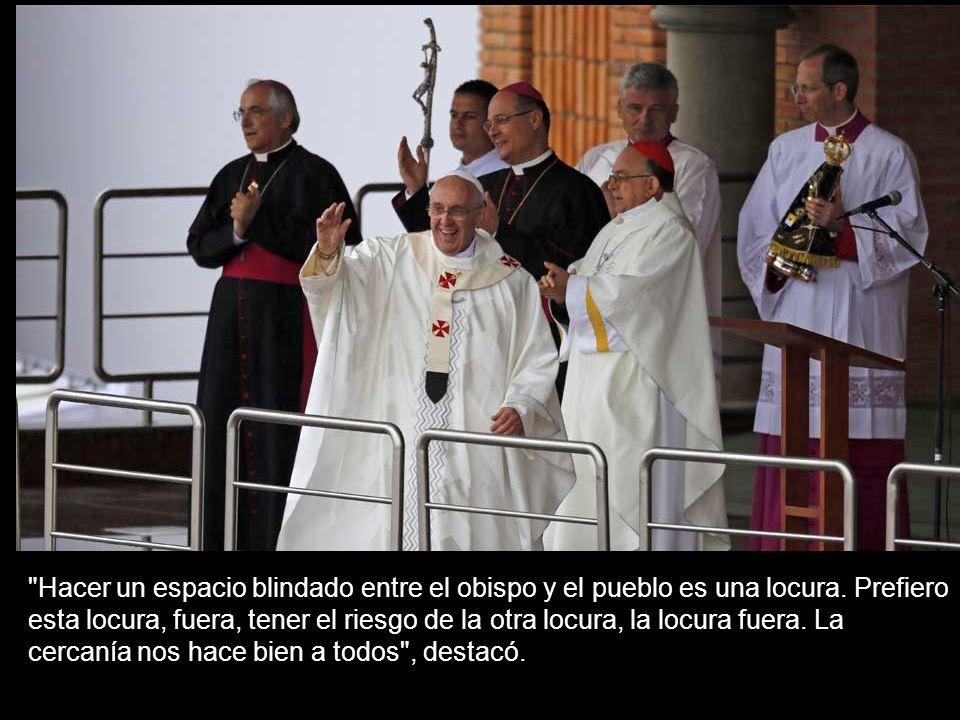 Hacer un espacio blindado entre el obispo y el pueblo es una locura.