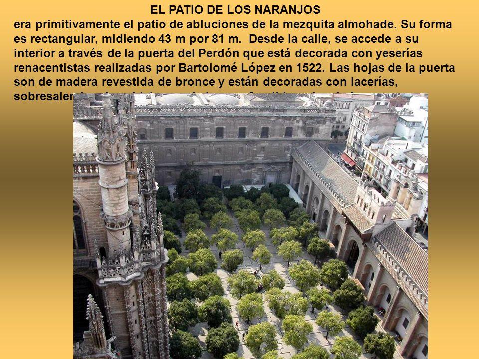 EL PATIO DE LOS NARANJOS era primitivamente el patio de abluciones de la mezquita almohade. Su forma es rectangular, midiendo 43 m por 81 m. Desde la