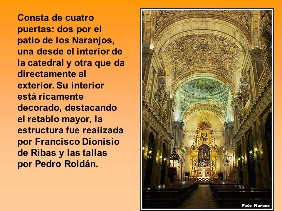 Consta de cuatro puertas: dos por el patio de los Naranjos, una desde el interior de la catedral y otra que da directamente al exterior. Su interior e
