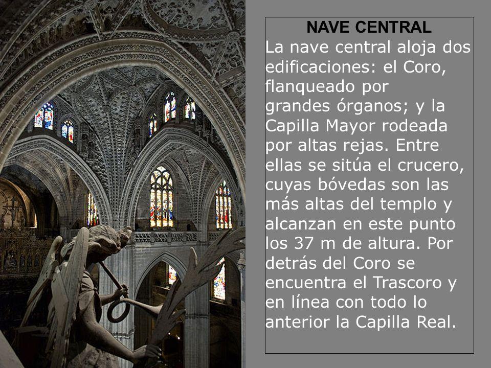 NAVE CENTRAL La nave central aloja dos edificaciones: el Coro, flanqueado por grandes órganos; y la Capilla Mayor rodeada por altas rejas. Entre ellas
