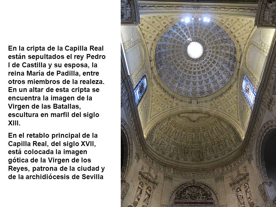 En la cripta de la Capilla Real están sepultados el rey Pedro I de Castilla y su esposa, la reina María de Padilla, entre otros miembros de la realeza