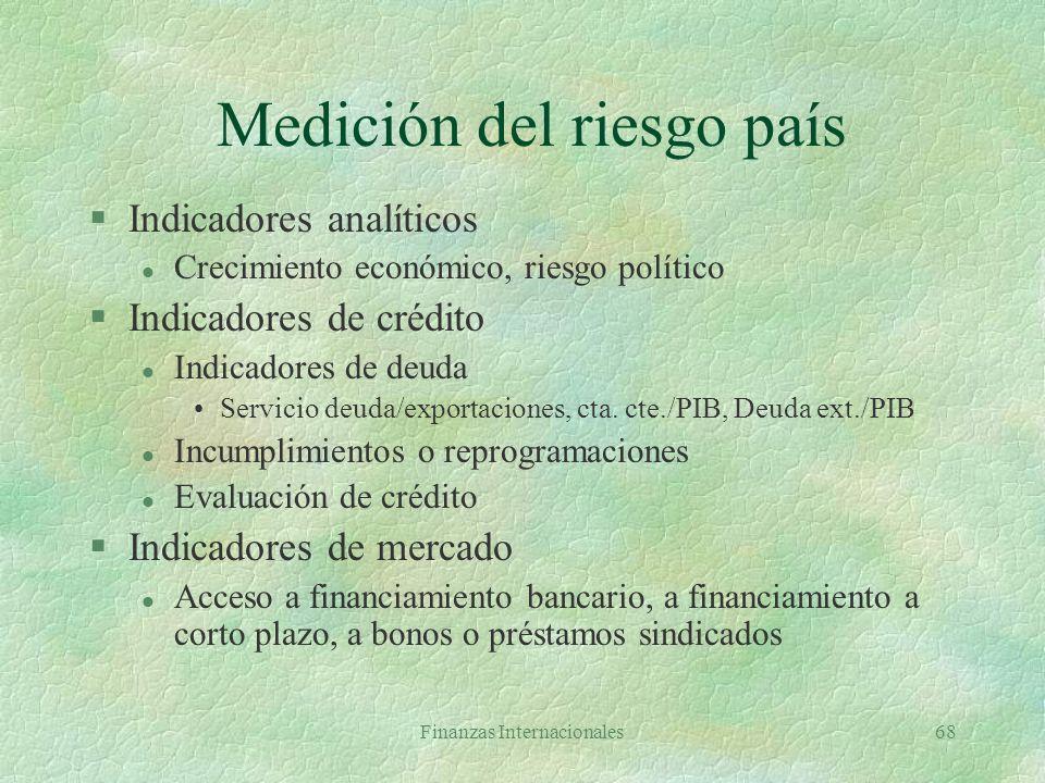 Finanzas Internacionales67 Riesgo País §Posibilidad de pérdidas por eventos económicos, políticos y sociales específicos de un país l Riesgo económico