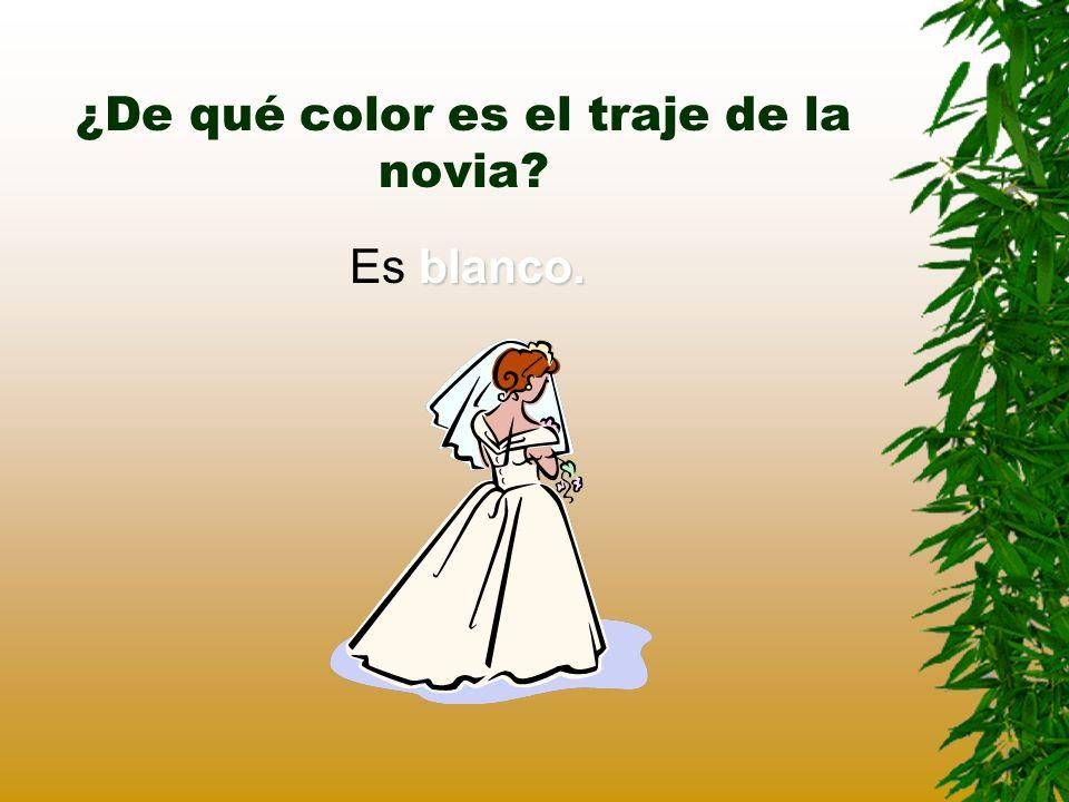 ¿De qué color es el traje de la novia? blanco. Es blanco.