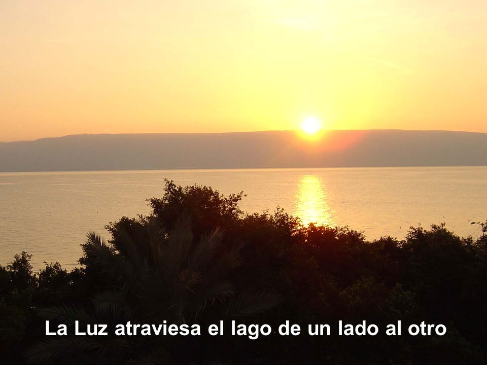 La Luz atraviesa el lago de un lado al otro