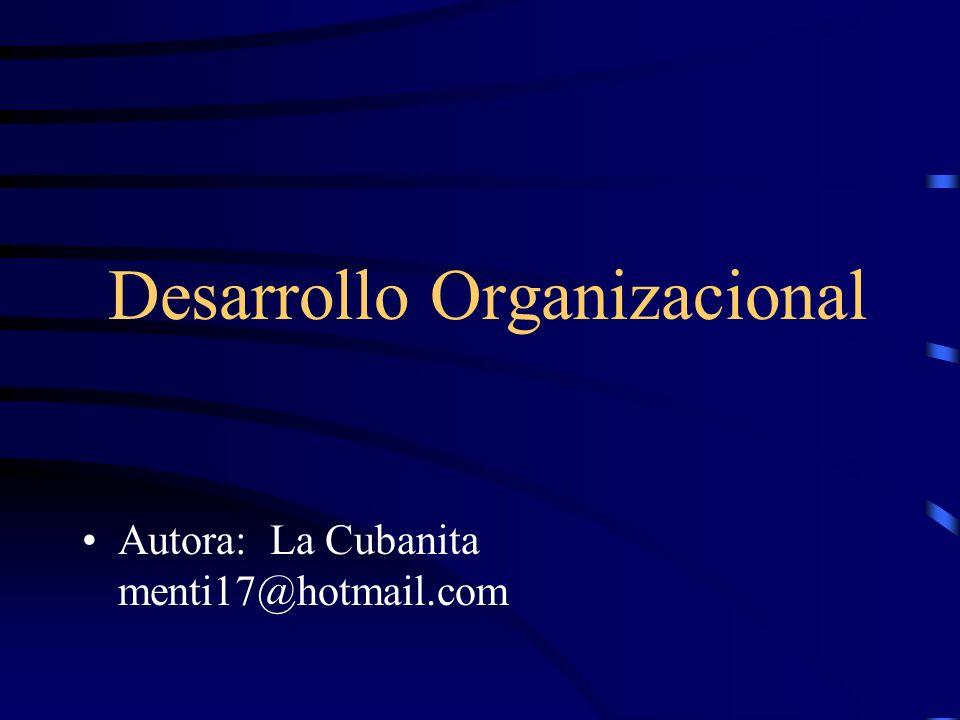 Desarrollo Organizacional Definiciones: Es una estrategia de intervención que utiliza procesos de grupos para un enfoque sobre toda la organización, con el fin de provocar un cambio planeado.