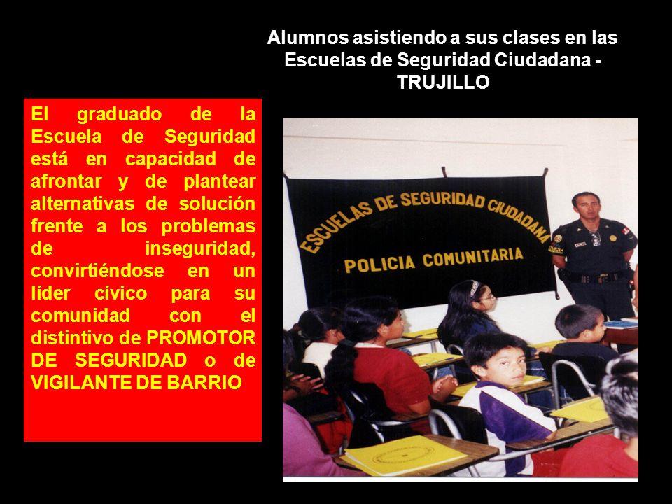 Alumnos asistiendo a sus clases en las Escuelas de Seguridad Ciudadana - TRUJILLO El graduado de la Escuela de Seguridad está en capacidad de afrontar