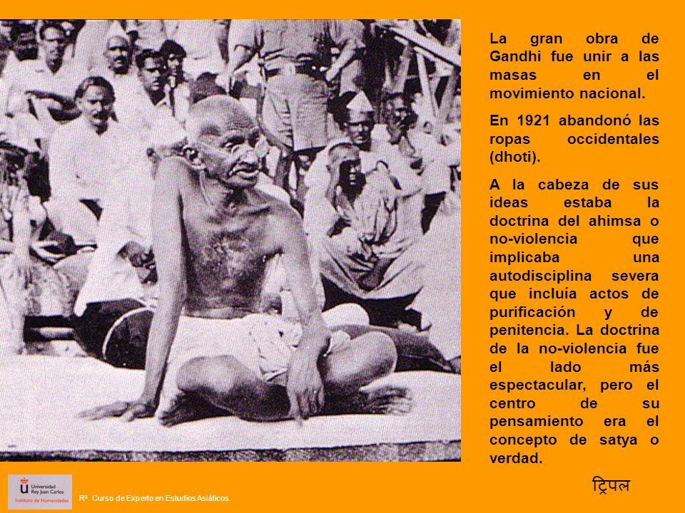La gran obra de Gandhi fue unir a las masas en el movimiento nacional. En 1921 abandonó las ropas occidentales (dhoti). A la cabeza de sus ideas estab