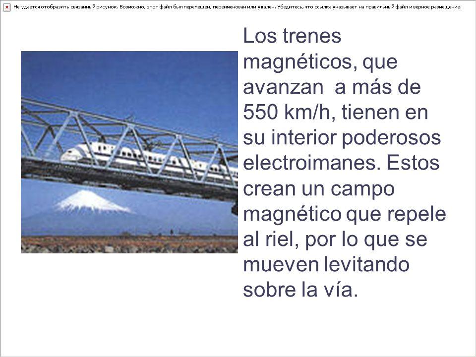 Los trenes magnéticos, que avanzan a más de 550 km/h, tienen en su interior poderosos electroimanes. Estos crean un campo magnético que repele al riel